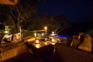 Huwelijksreis Zuid-Afrika Kurhula zwembad avond